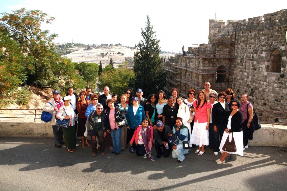 Un grupo Cristiano visitando la tierra santa